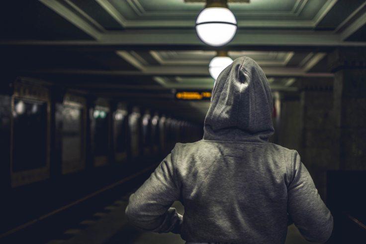 commuter-dark-hoodie-1192335